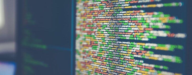 écran ordinateur avec code